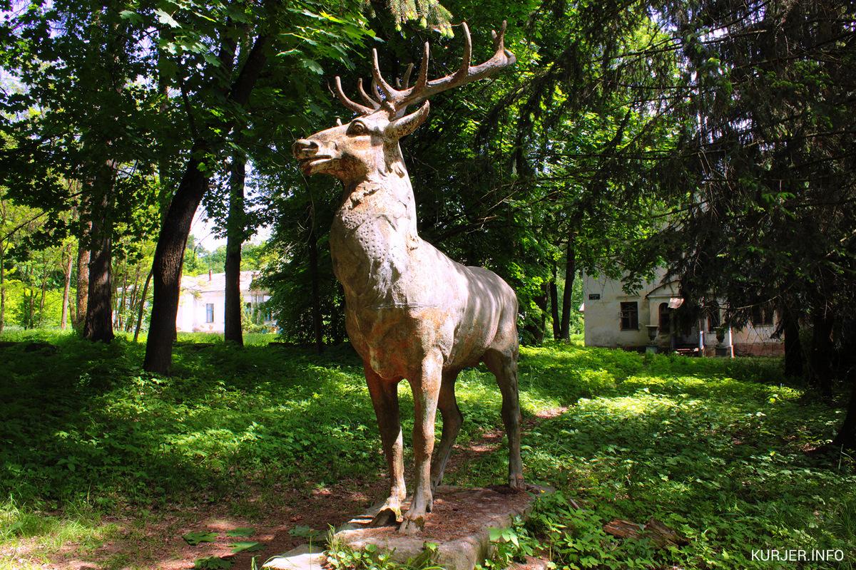 Статуя оленя в Совейках до исчезновения. Фото: kurjer.info