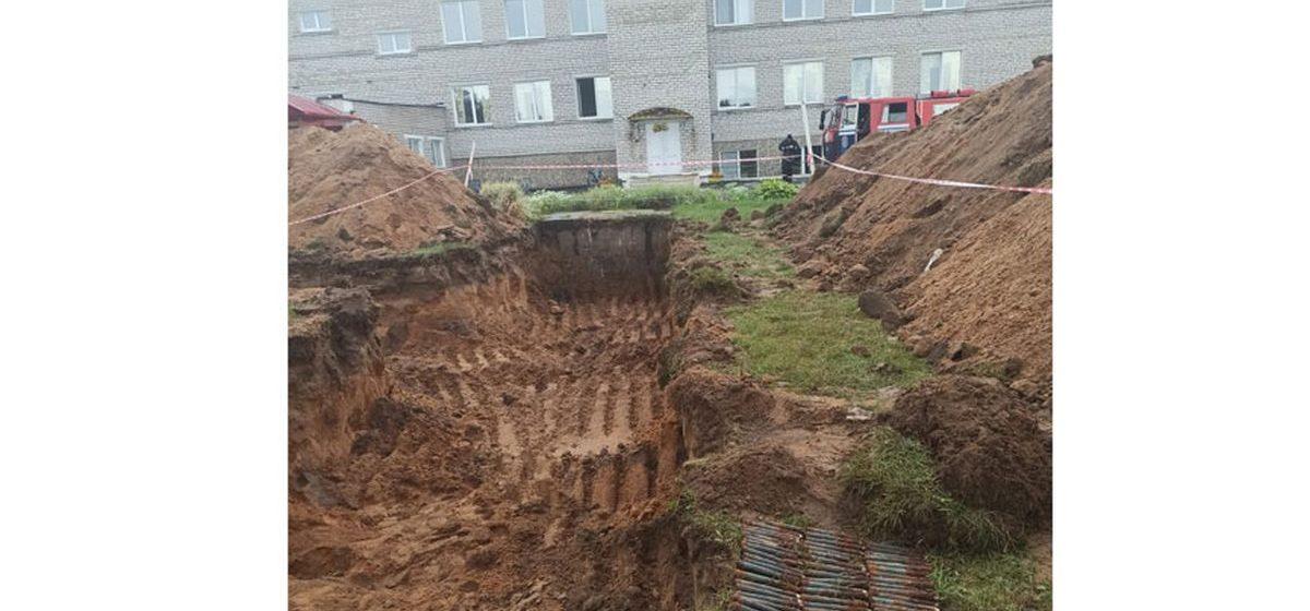 Арсенал боеприпасов времен ВОВ нашли в нескольких метрах от школьного крыльца в Барановичском районе