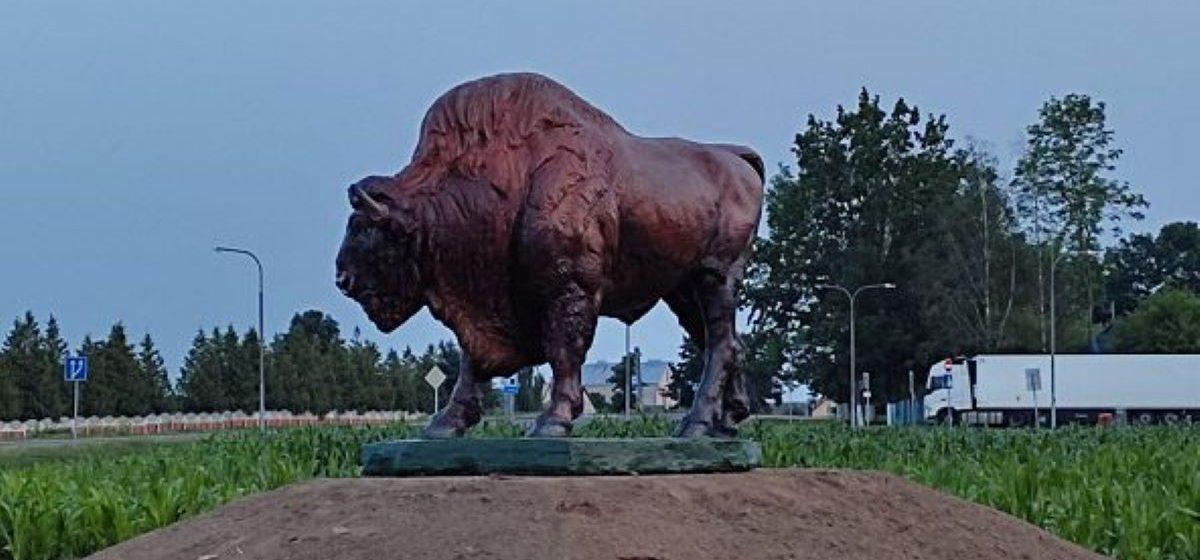 Новую скульптуру установили на въезде в Ляховичи