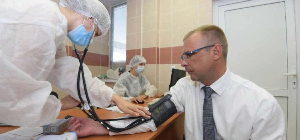 Председатель Барановичского райисполкома привился от коронавируса и выложил фото в соцсети