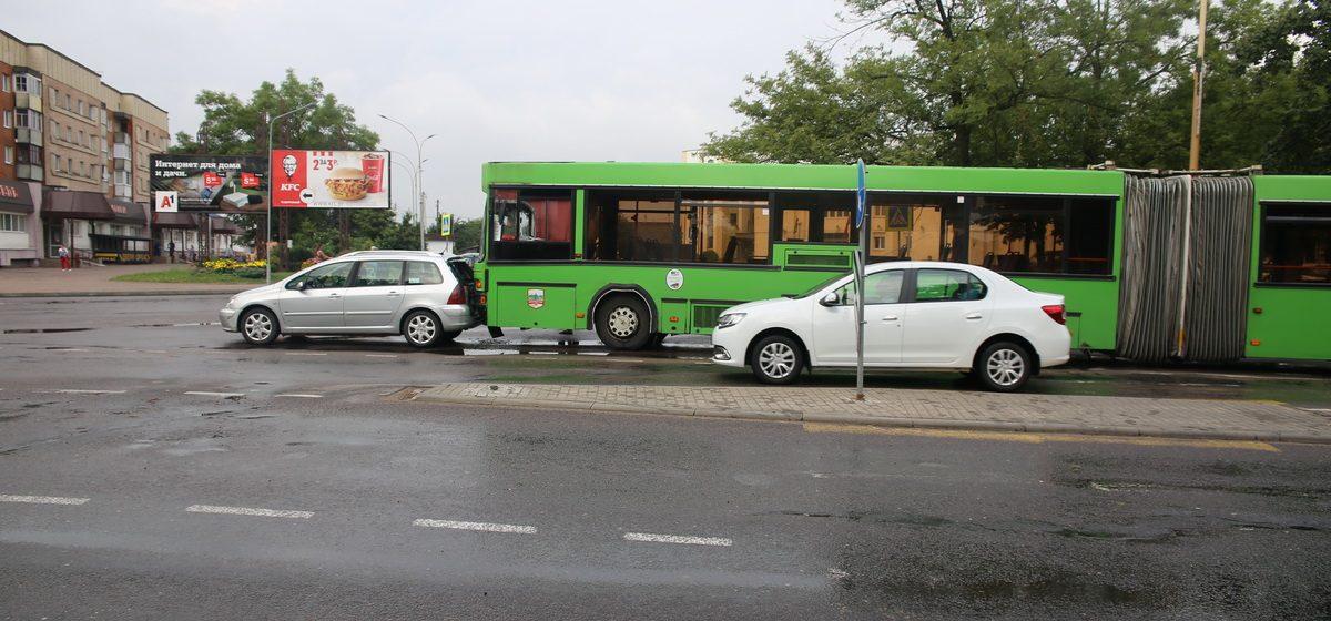 Автобус и Peugeot столкнулись в Барановичах
