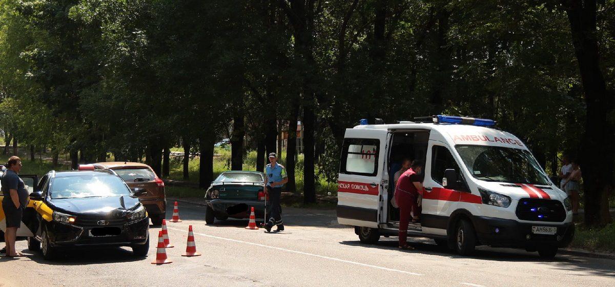 Chrysler и такси столкнулись в Барановичах