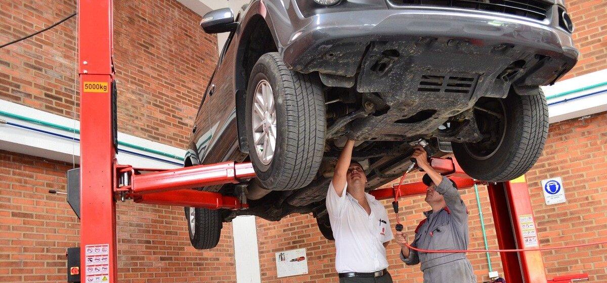 «Не было дня, чтобы Renault не стояли в ремонте». Какие машины чаще всего ломаются в Барановичах