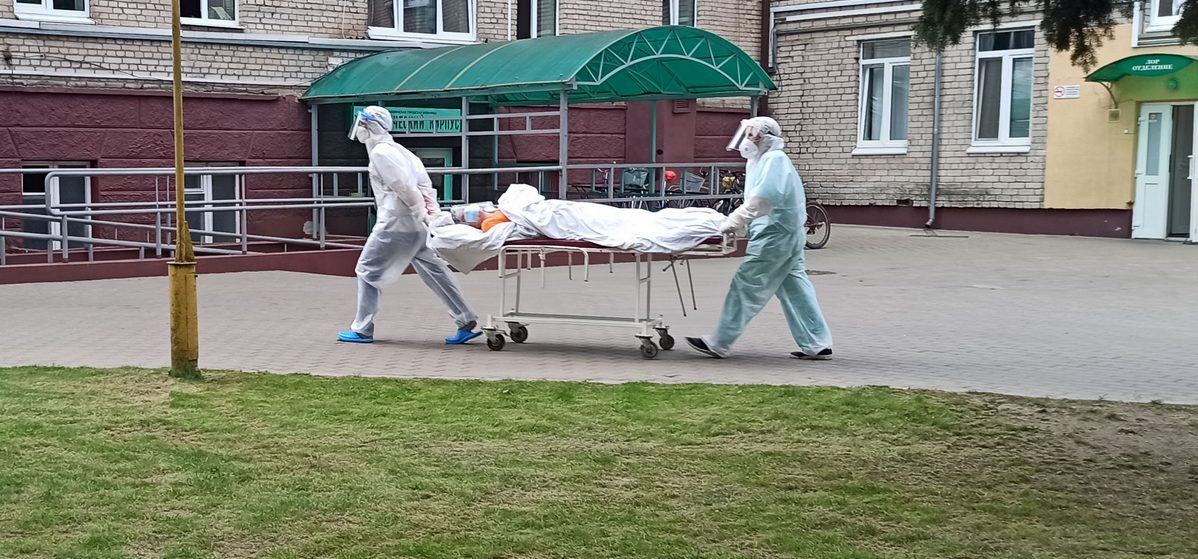 Высокая смертность и почти 1200 новых заражений. Официальные цифры по COVID-19 в Беларуси на 12 августа