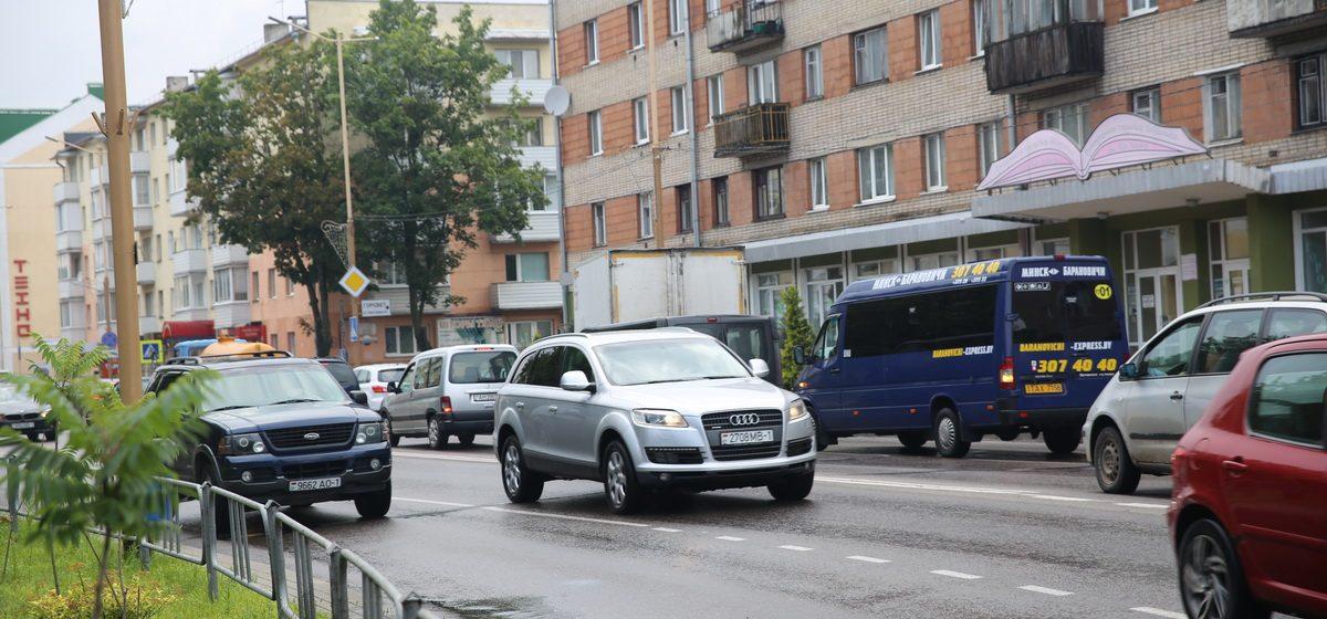Что происходит из-за ограничения проезда в центре Барановичей в час пик. Фоторепортаж