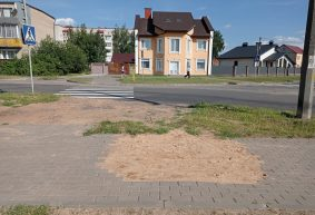 Почему после замены трубопровода, два месяца не восстанавливают тротуар в Барановичах
