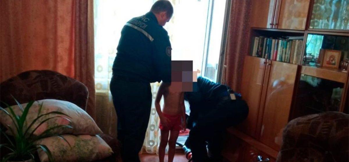 Семилетний мальчик в Рогачеве надел на голову стальной трос с кодовым замком и застрял. Понадобилась помощь спасателей