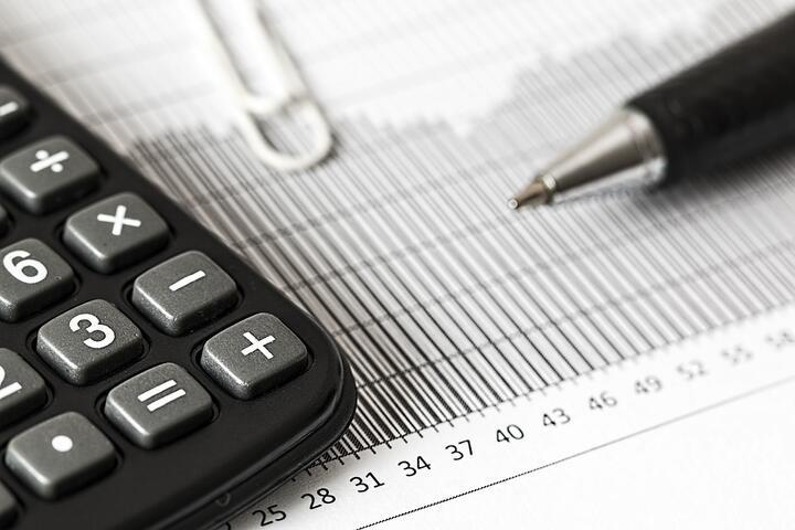 Что будет с курсом рубля и ценами, какие риски из-за санкций. Прогноз ЕАБР по экономике Беларуси