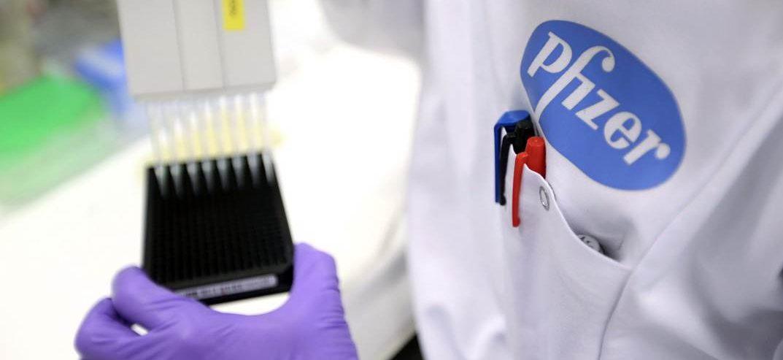 Беларусь вела переговоры с производителями вакцин AstraZeneca и Pfizer. Ими будут прививать население?