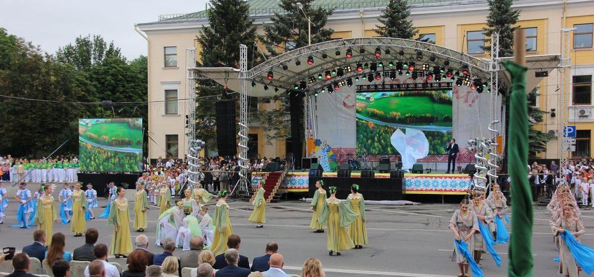 Фейерверк, лазерное шоу, концерт. Как Барановичи праздновали День Независимости. Фоторепортаж