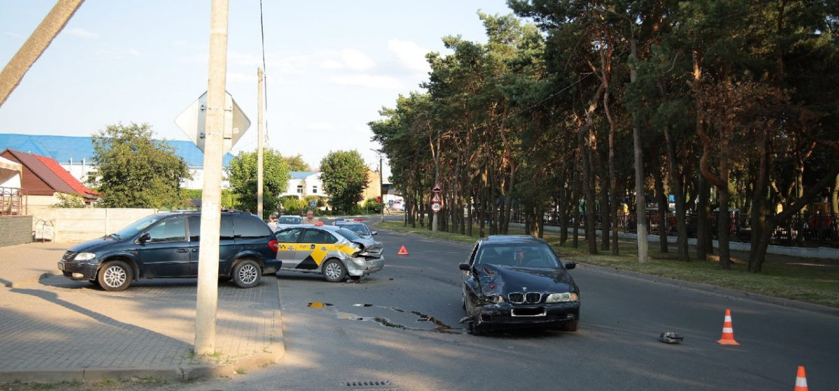 Такси и BMW столкнулись в Барановичах