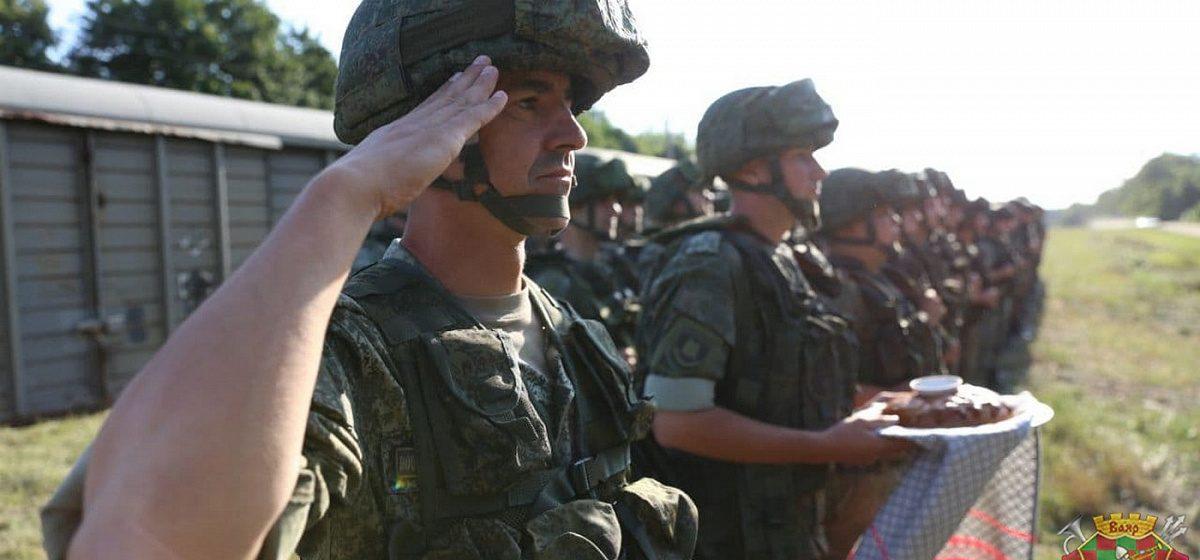 Российские военные высадились под Барановичами. Фото