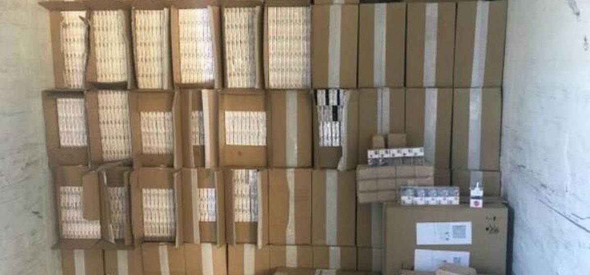 Литовские таможенники нашли в двух белорусских фурах контрабандные сигареты на огромную сумму