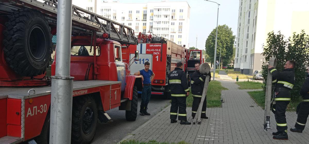 Много пожарных машин. Что случилось в Военном городке в Барановичах?