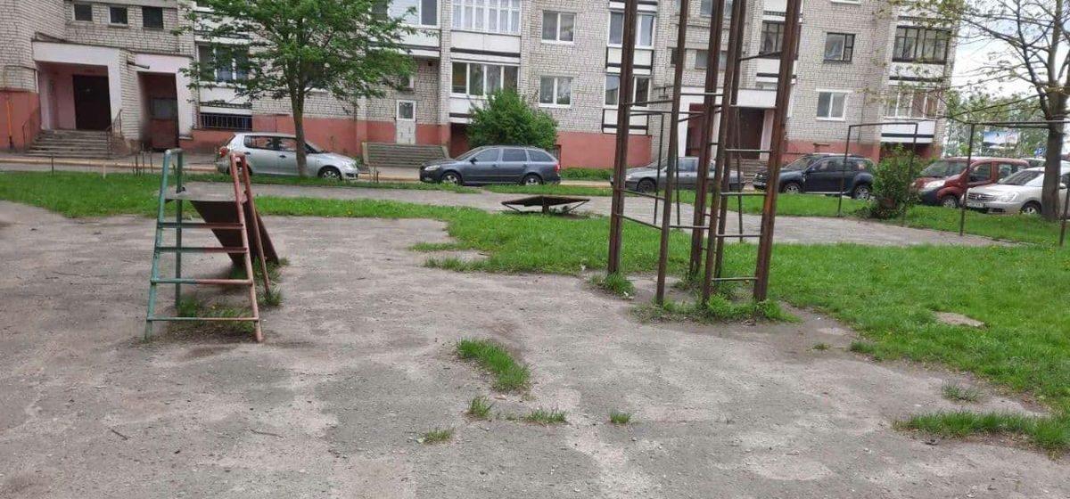 «Дети выросли, а во дворе – без изменений». На что пожаловались жильцы одной из многоэтажек в Барановичский горисполком