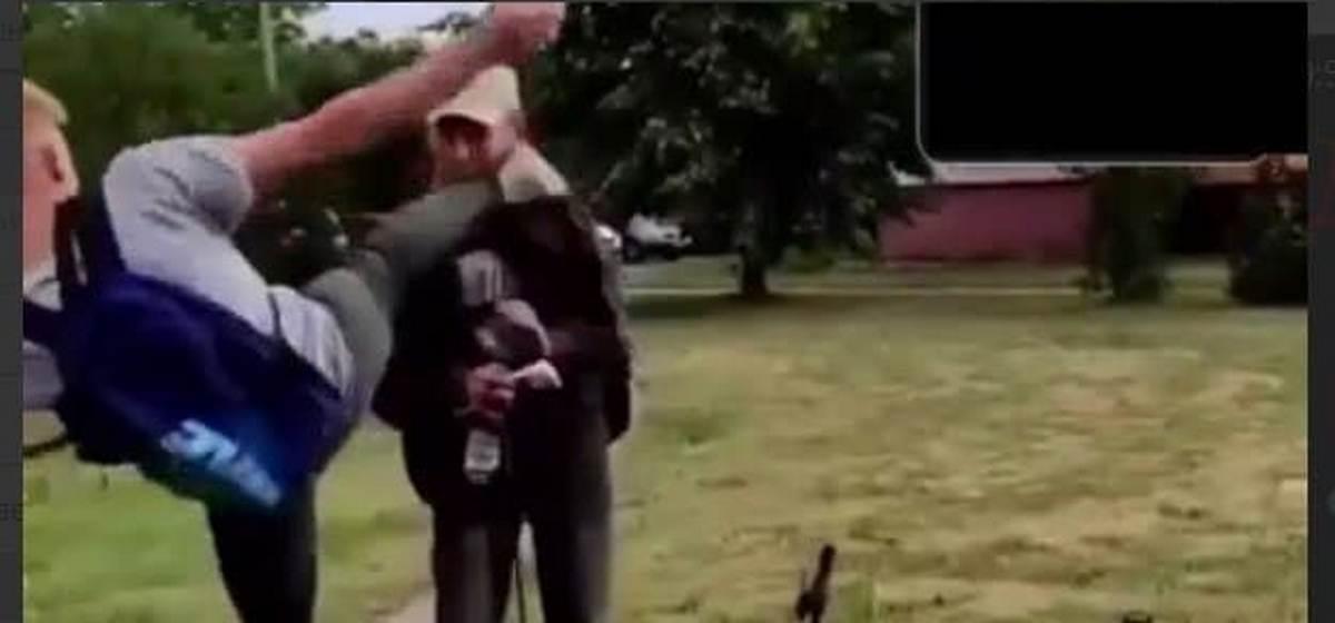 Ради хайпа. В Кобрине 19-летний житель Барановичей избивал прохожих, а видео выкладывал в сеть
