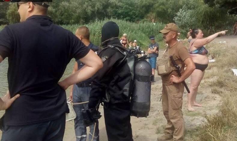 В Киеве спасатели два часа искали пропавшую женщину, которая стояла у них за спиной и смотрела, как идут поиски