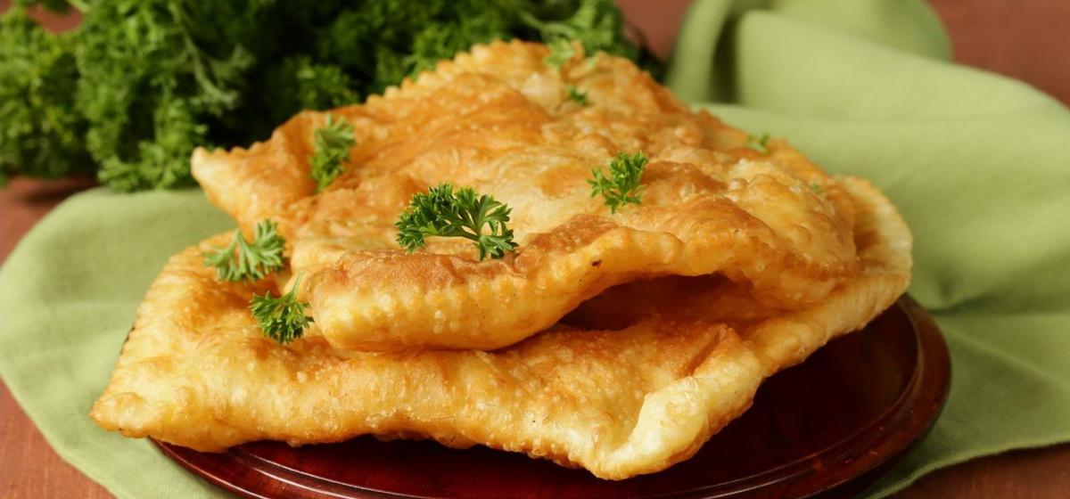 Вкусно и просто. «Крымские» чебуpeки из слoeного теста