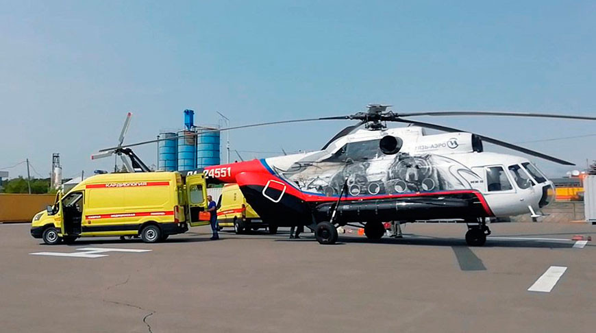 Вертолет, на борту которого было 16 человек, упал в озеро в России. Восьмерых еще не нашли