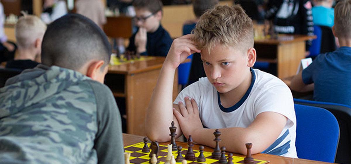 Юноша из Барановичей стал чемпионом Беларуси по быстрым шахматам. Узнайте, кто он