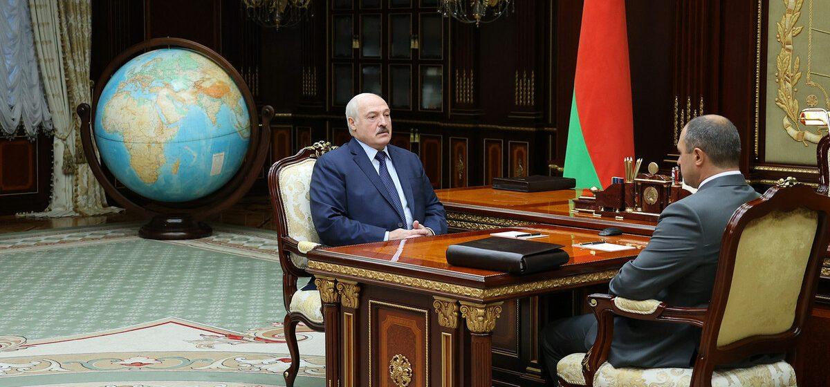 Лукашенко выслушал доклад старшего сына