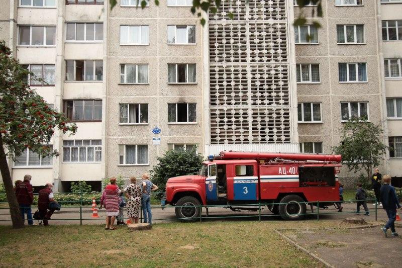 Из-за забытой на плите кастрюли произошло задымление в квартире в Барановичах. Фотофакт