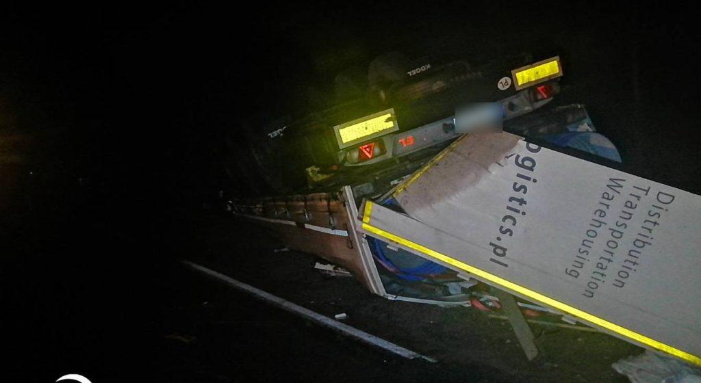 Фура протаранила трактор и перевернулась в Петриковском районе — погиб один человек