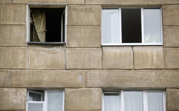 Девятилетняя девочка выпала из окна пятого этажа в Гродно. Она пыталась помирить родителей