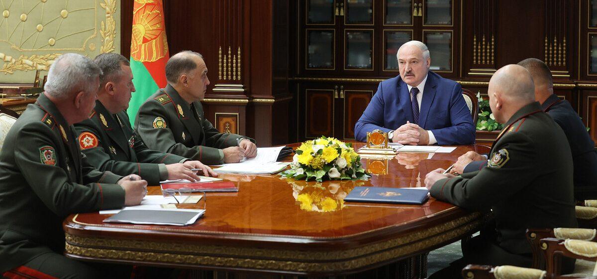 «Закройте каждый метр границы». Лукашенко поручил не допустить возврата мигрантов из Литвы