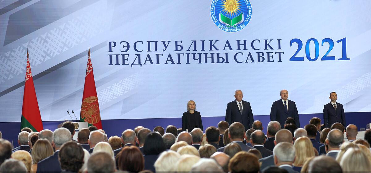 Лукашенко: школа не может быть вне политики, но политика там может быть только государственная