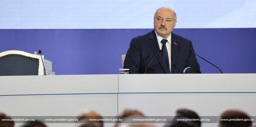 «Используйте любые методы». Лукашенко потребовал добиться порядка в школе
