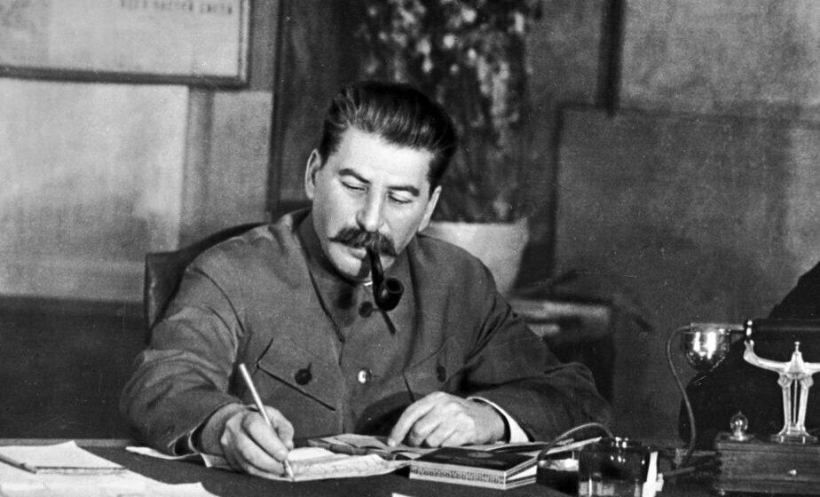 Лукашэнка падзякаваў Сталіну. А што той насамрэч зрабіў з беларусамі?