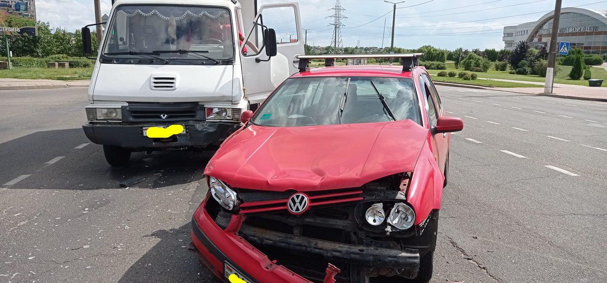 Грузовик Renault и Volkswagen столкнулись в Барановичах