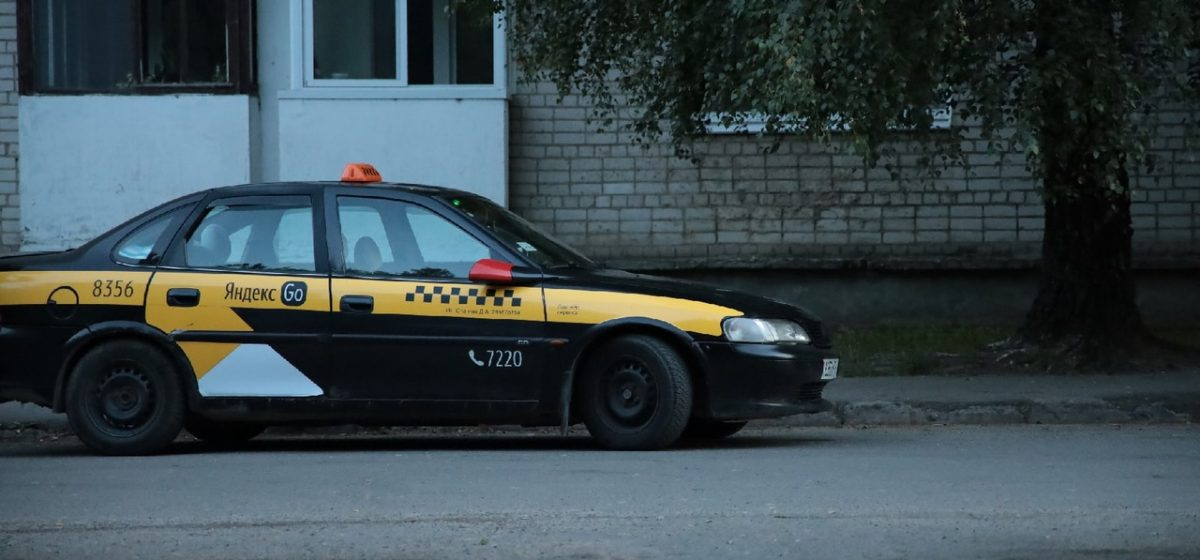 Девочка попала под колеса такси в Барановичах