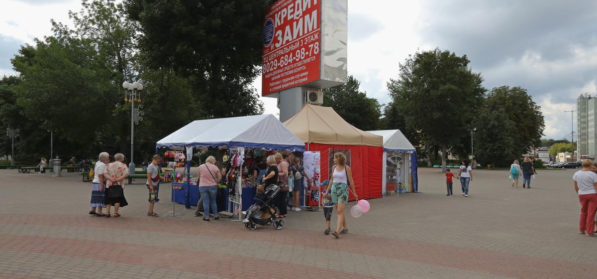 Школьная ярмарка открылась в Барановичах. Фотофакт