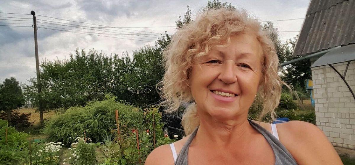«Писали даже из Испании». Как пенсионерка из Барановичей начала выращивать редкие цветы и стала видеоблогером