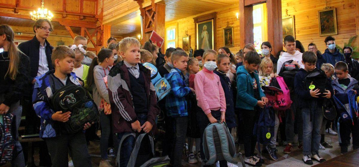 Как благословляли школьников накануне нового учебного году в барановичском храме. Фоторепортаж