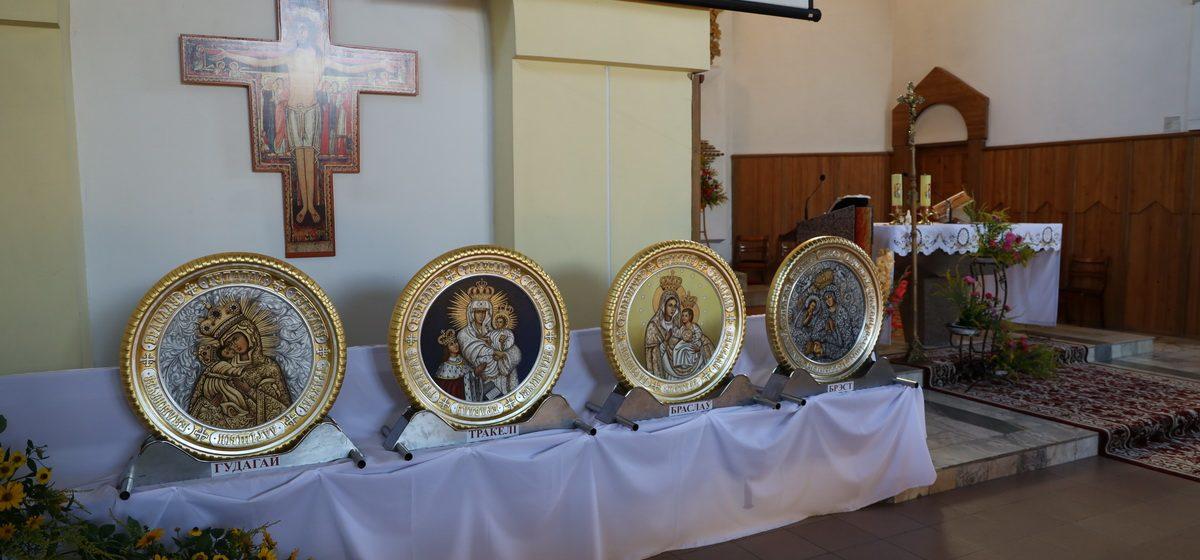 Копии самых почитаемых в Беларуси католических икон Божьей Матери привезли в Барановичи