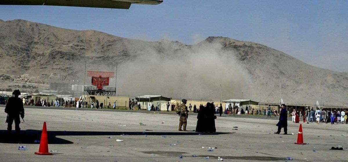 Около аэропорта Кабула произошли два взрыва. Погибли более 40 человек