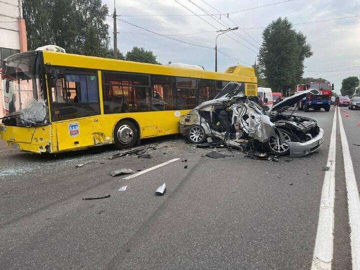 Автобус и легковушка столкнулись в Минске — погиб 8-летний ребенок