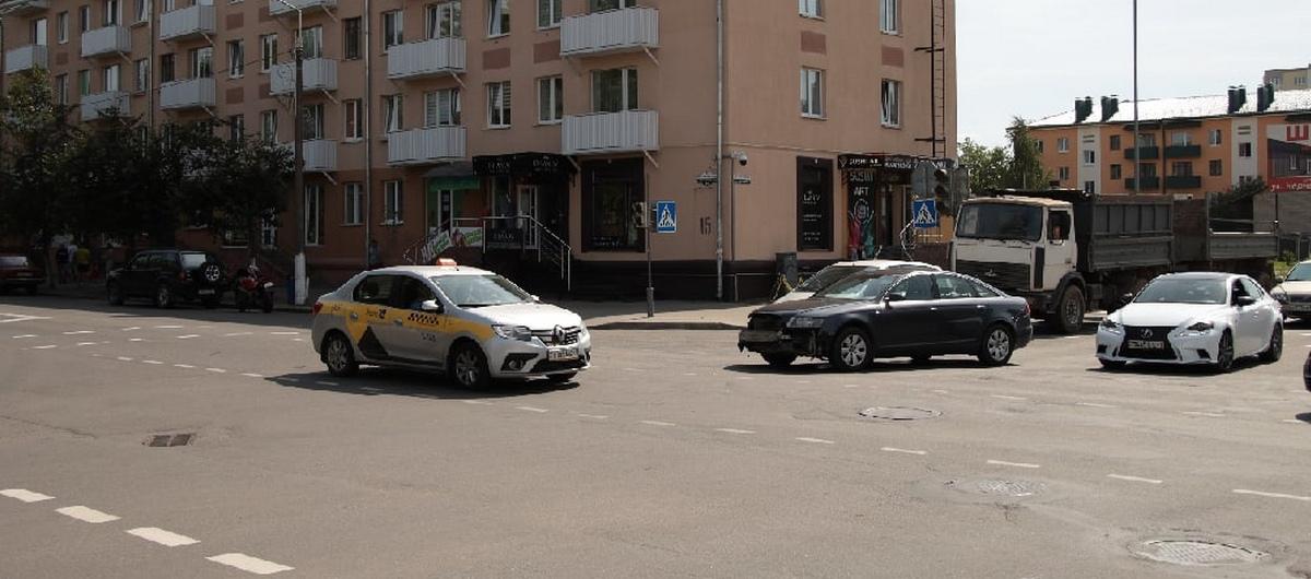 Неработающий светофор спровоцировал аварию в центре Барановичей