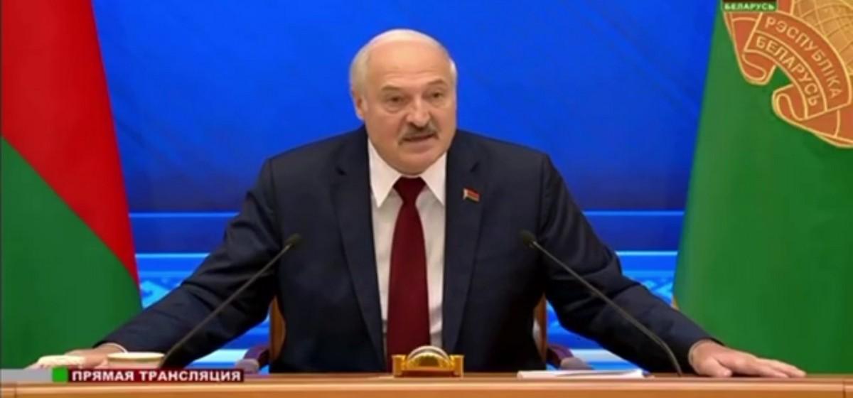 «Тебя разденут до трусов». Лукашенко предупредил идущих в политику бизнесменов