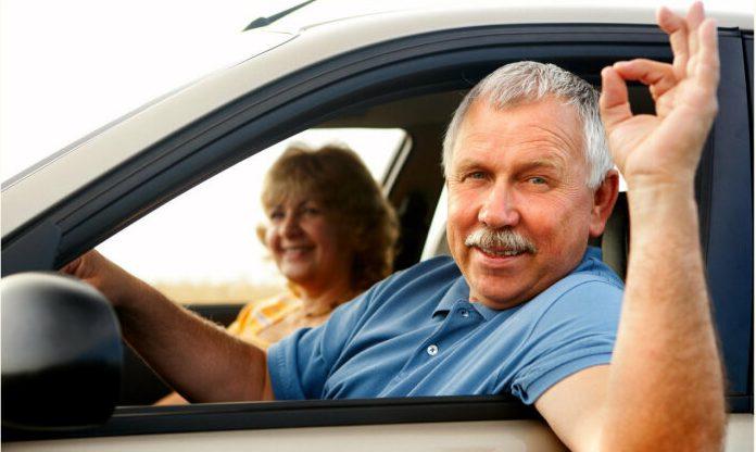 Азбука водительских жестов: условные сигналы, которые пригодятся в дороге