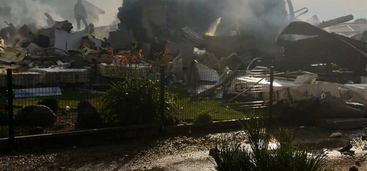 Мобильники вез в колонию квадрокоптер, взрыв уничтожил жилой дом, удава поймали в унитазе. Что происходит в городах-побратимах Барановичей