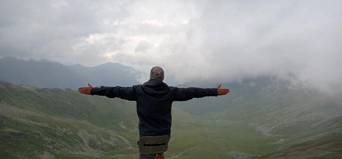«Чуть не попали под камнепад». Как житель Барановичей ездил в Карачаево-Черкесию и покорил горный перевал