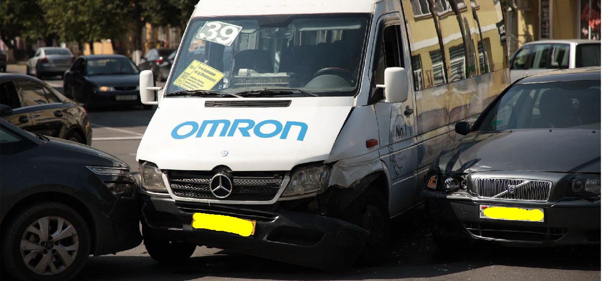 Volvo не пропустил маршрутку в Барановичах – пострадала девочка-пассажир