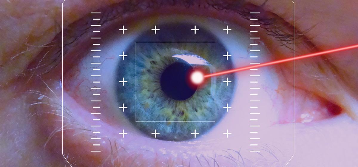 «Увидела каждый листик дерева». Стоит ли делать лазерную коррекцию зрения и больно ли это – истории тех, кто сделал операцию