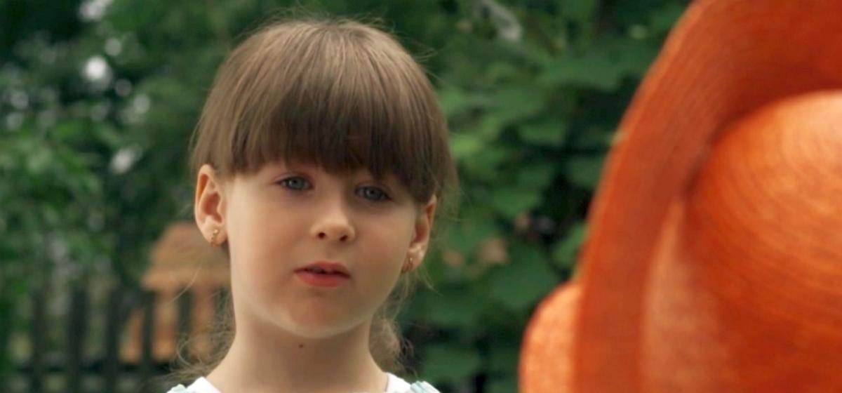 Длинноногая красавица. Как сейчас выглядит девочка Женя — звезда «Сватов»