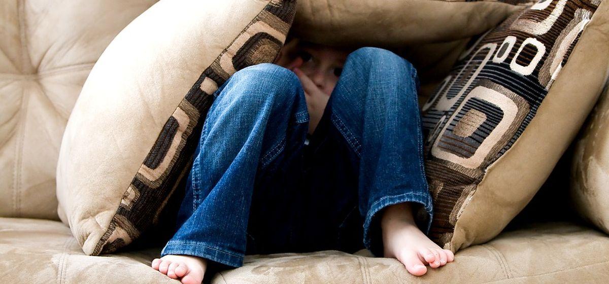 Почему ребенок игнорирует родителей и что с этим делать