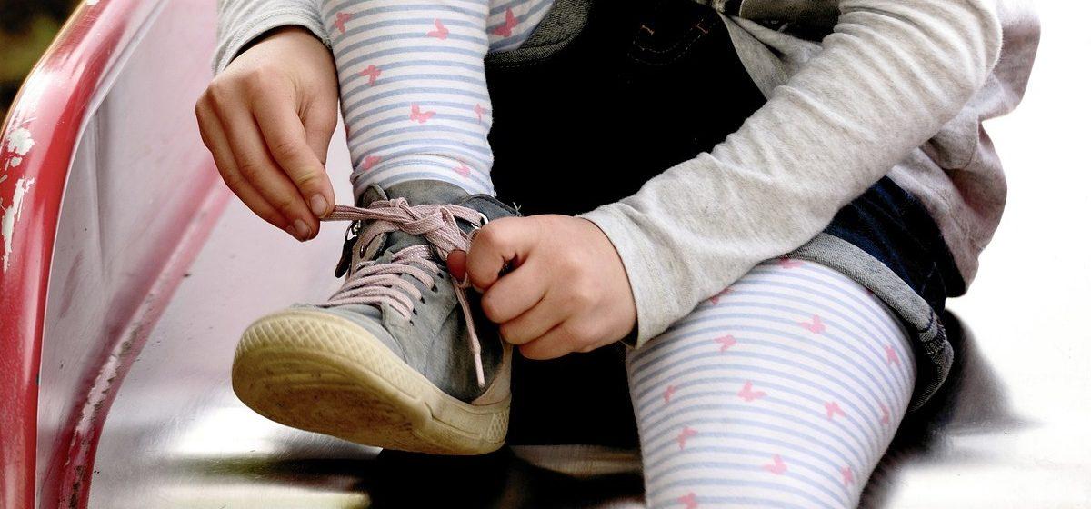 Опасную обувь для детей дошкольного возраста продавали в Барановичах. Как она выглядит